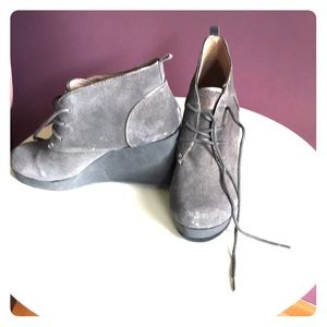 Tommy Bahama gray wedge boots